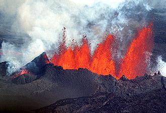 Une éruption volcanique produit des particules fines persistantes à grande échelle