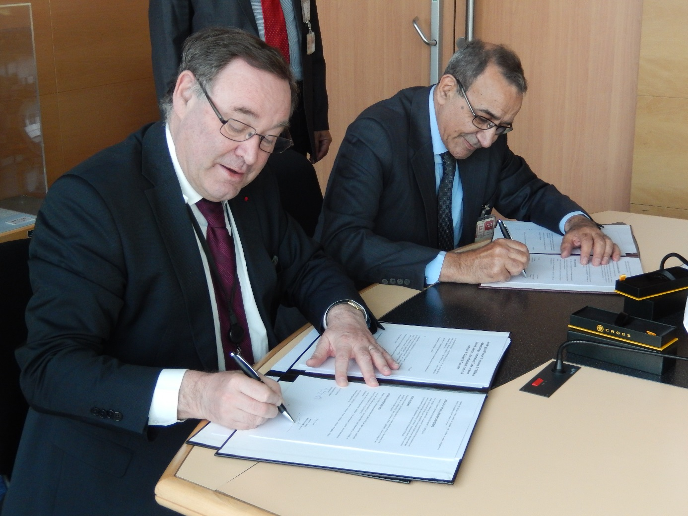 The CEA and Algeria's COMENA sign a nuclear research agreement